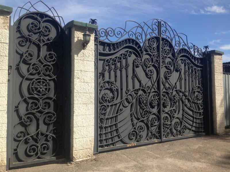 Красивые распашные ворота - 115 фото с примерами как сделать!