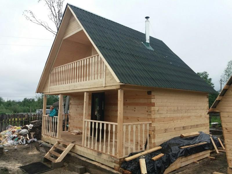 Как сделать ломанную крышу с мансардой для бани. Несложная технология строительства