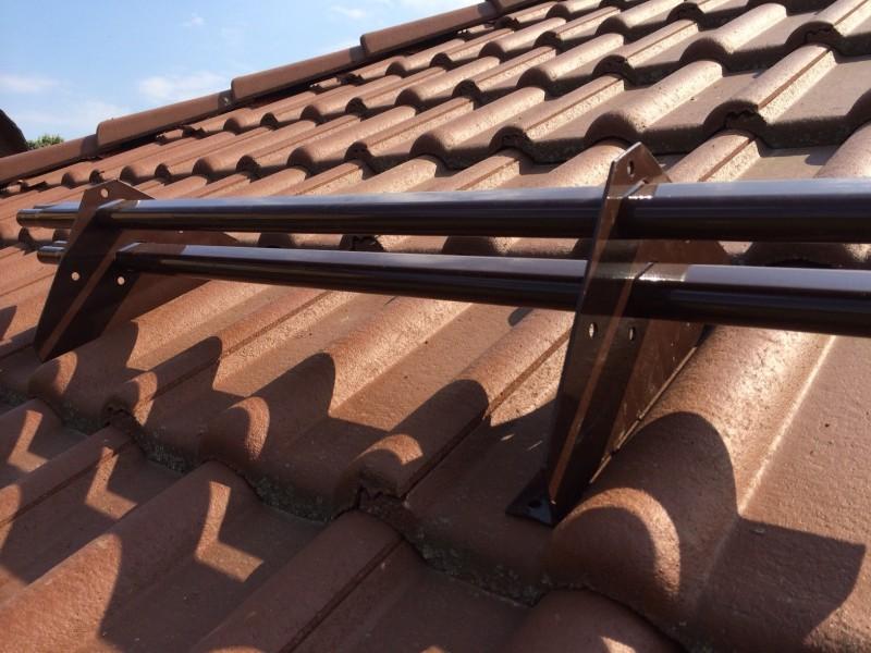 Снегозадержатели на крышу трубчатый уголковый и другие зачем нужна планка снегозащиты на кровле типы и виды снегозадержателей