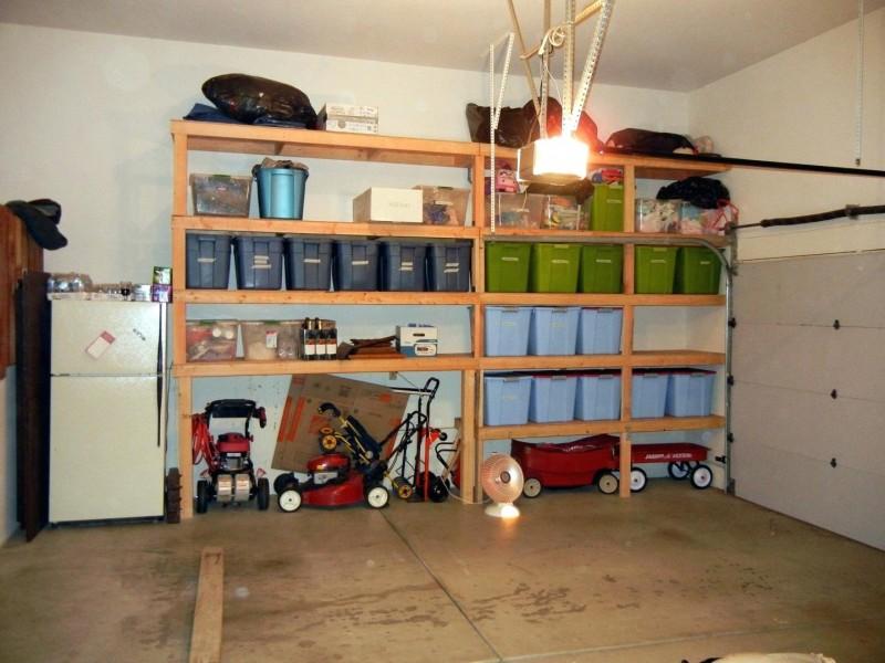 Оборудование гаража полками и инструментами